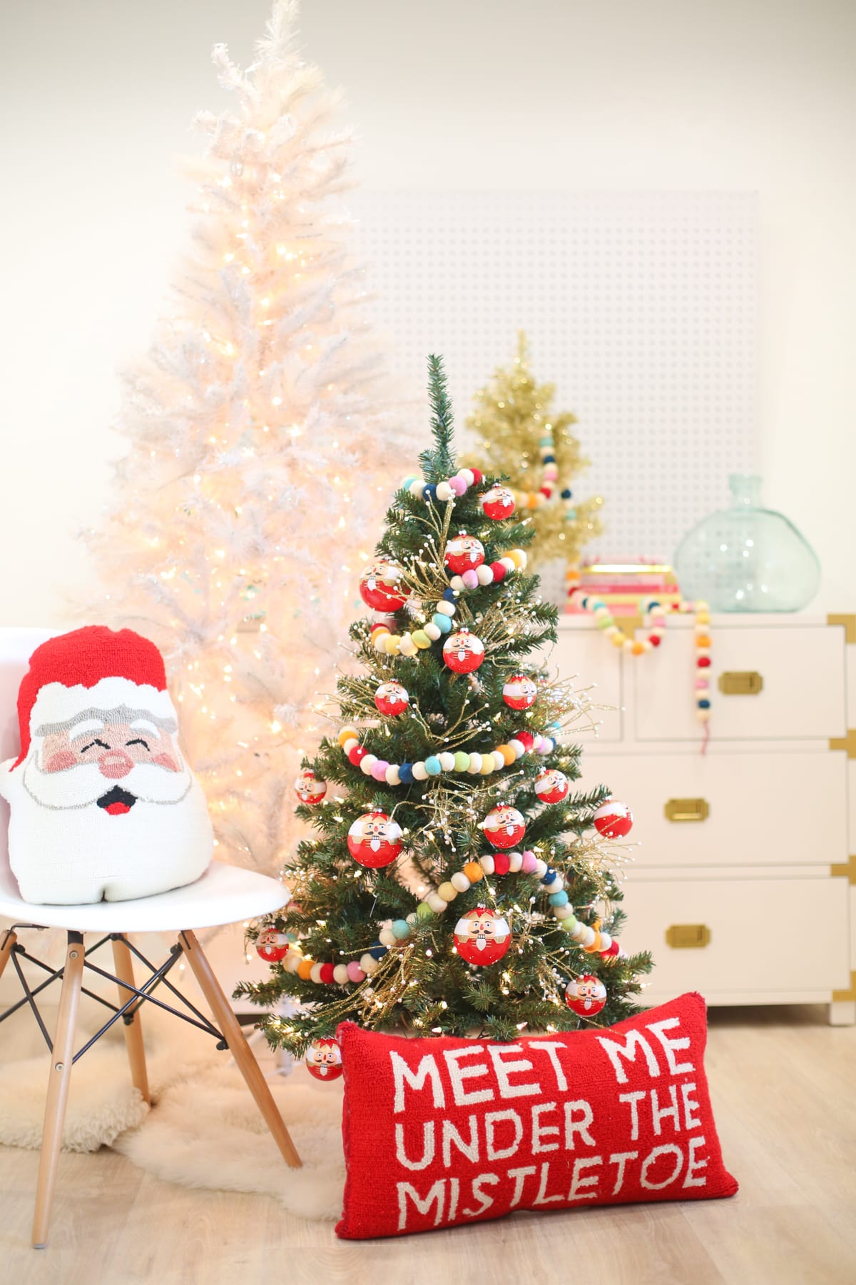 christmas-decoration-idea-kids-room-tree-1